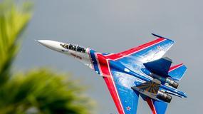 """Su-27  - """"Russian Knights"""" podczas pokazów LIMA 2013"""