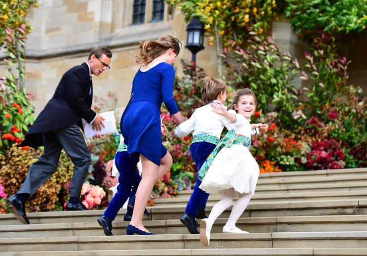 A koszorúslányok és az esküvői apródok Lady Louise Mountbatten-Windsorral érkeznek /  Fotó : Profimedia-Reddot