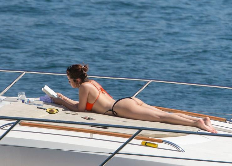 Ha épp nem a vízben lubickolt, akkor olvasott a napsütésben / Fotó: Profimedia-Reddot