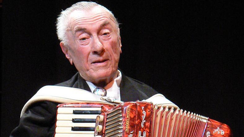 A II. világháború alatt nyert harmonikaversenyt a most 95 éves zenész