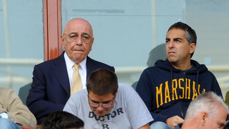 Adriano Galliano (a kopasz úriember), a Milan elnöke nehéz helyzetbe került /Fotó: AFP