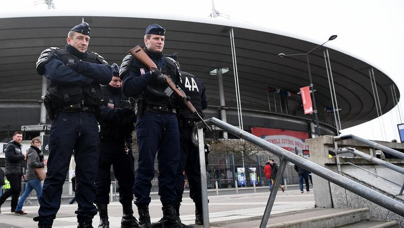 A helyi biztonsági erők tisztában vannak azzal, hogy  a szurkolók is a merénylők célpontjai lehetnek / Fotó: AFP