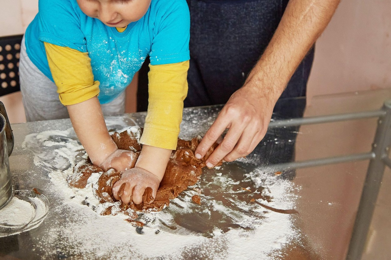 Dete u kuhinji