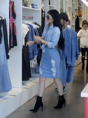 Czarne botki na szpilce w stylu Kylie Jenner