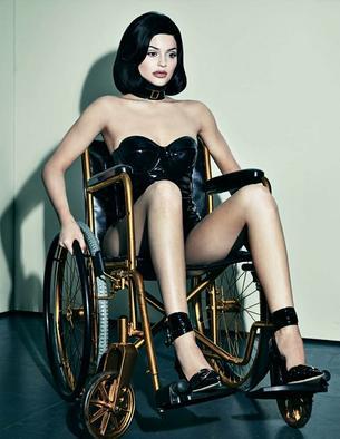 """Kontrowersyjna sesja Kylie Jenner dla Interview Magazine"""""""