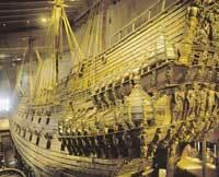"""Galeon wojenny """"Vasa"""" z XVII w., wydobyty z dna morskiego kilkadzisiąt lat temu."""