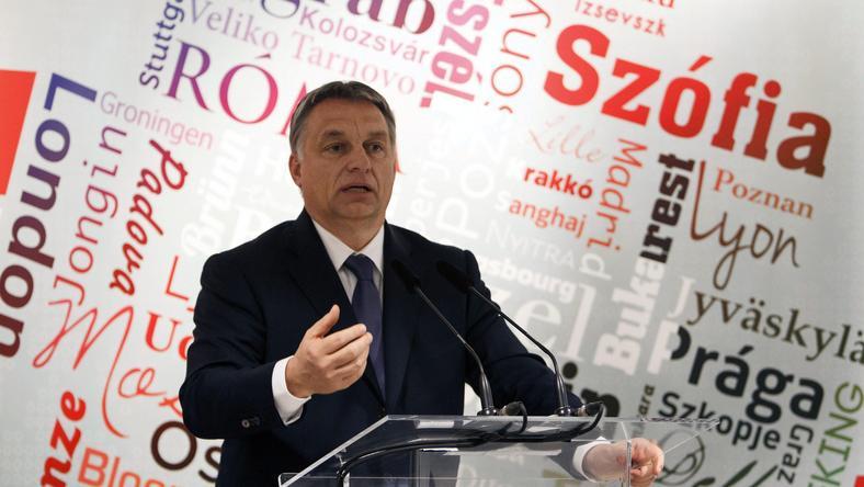 Orbán a magyar parlamenttel és Puskás Öcsivel indokolta létezésünk értelmét / Fotó: MTI-Varga György