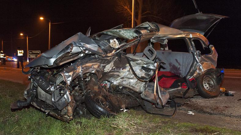 Alig maradt valami az autóból / Fotó: MTI