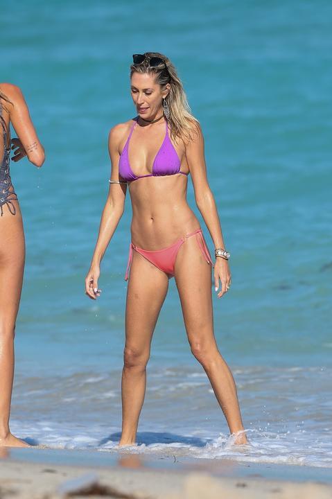 Lauren Stoner w bikini... Alessandra Ambrosio