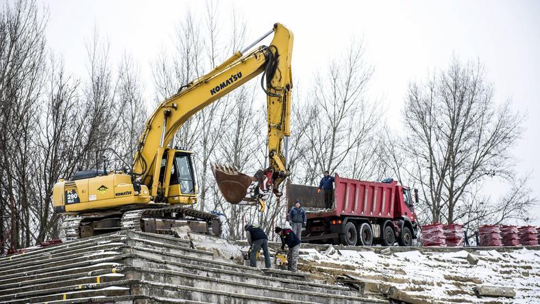 A lelátóakat bontják /Fotó: MTI - Bodnár Boglárka