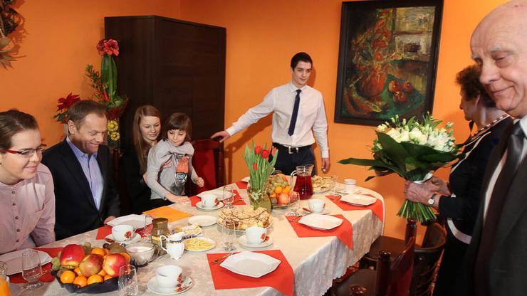 Premier Donald Tusk z wizytą u rodziny w Strzałkowie