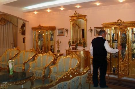 Vladika Kačavenda živi u raskošnoj palati sa zlatnim nameštajems