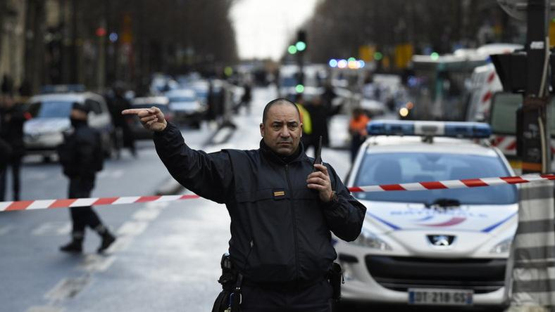Párizsban rendőröket támadott meg a terrorista / Fotó: AFP