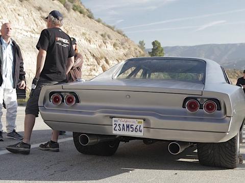 """Zdjęcie do artykułu: Maximus Charger z """"Szybkich i Wściekłych 7"""" o mocy 2000 KM pali kapcia"""