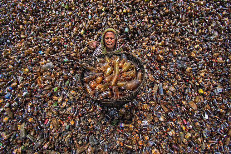 Ilyen egy PET palack újrahasznosító központ Bangladesben - Fotó: Northfoto