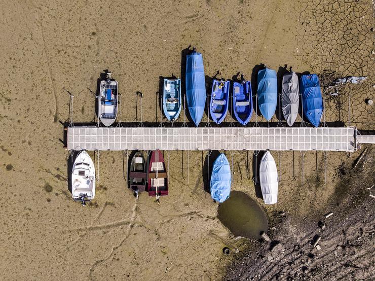 A hajók most a homokban állnak - Fotó: MTI/EPA/Anthony Anex