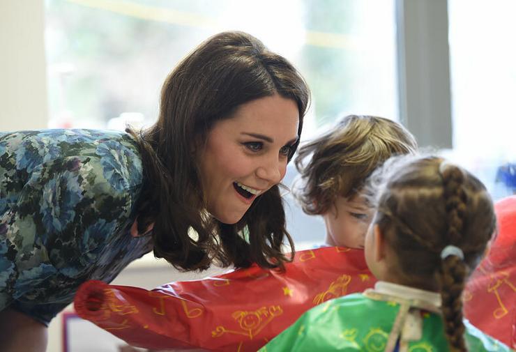 Még viccelődni is van kedve Katalin hercegnének!