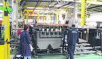 PANIKA POSLE POŽARA U ČAČKU Uplašeno gledaju u fabriku i KAD PUKNE PETARDA