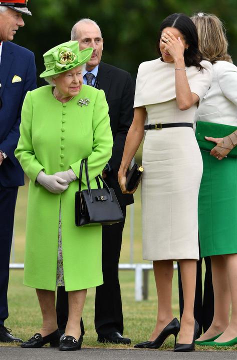 meghan a királynővel az eslő hivatalos eseményén.