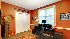 Wygodne miejsce do pracy w małym mieszkaniu