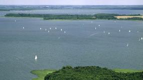 Mazury: żeglarze chcą sprzątać zaśmiecone wyspy, ale na niektóre wstęp jest zabroniony, a właściciele innych są nieznani