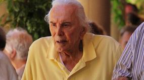 97-letni Kirk Douglas z żoną na lunchu