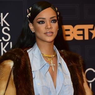 Ubrania to za mało! Rihanna będzie miała własną linię kosmetyków