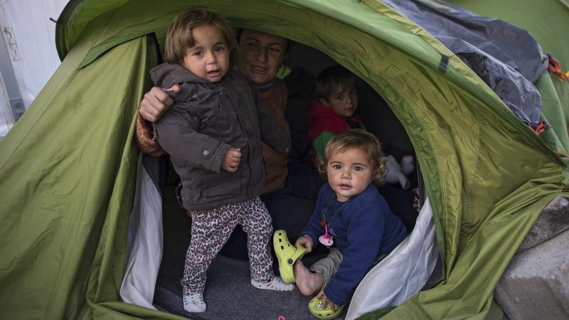 Gyerekek a görög-macedón határon /Fotó: MTI