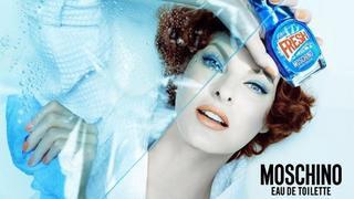 Linda Evangelista jako pani domu  w kampanii perfum Moschino