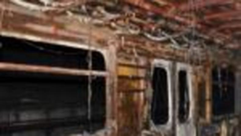 Döbbenetes fotók a kiégett metrókocsiról