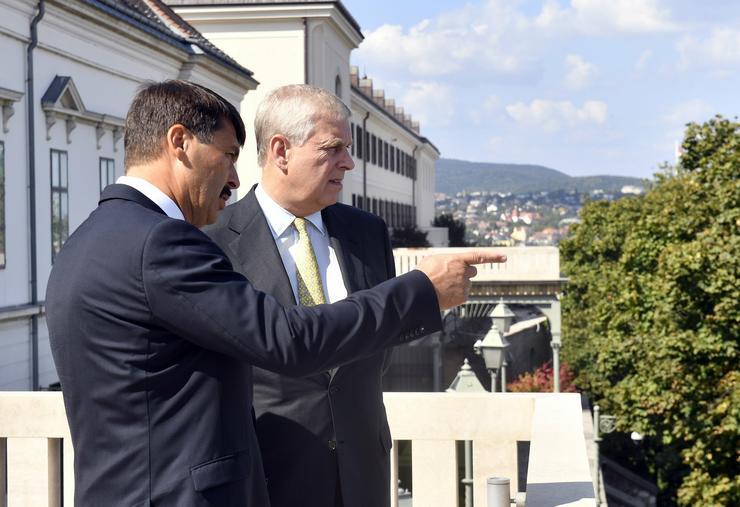 Áder János köztársasági elnök fogadja a kétnapos budapesti látogatáson tartózkodó András yorki herceget /Fotó: MTI-Máthé Zoltán