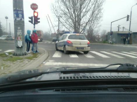 Policijski automobil pravi prekršaj u Kragujevcu