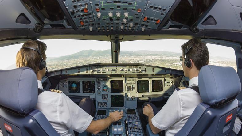 A rendőrség megakadályozta a pilóta öngyilkos akcióját /Fotó: Shutterstock