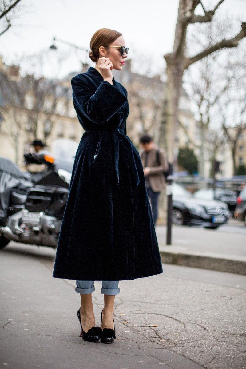 Klasyczny płaszcz, wiązany w talii wyszczupli sylwetkę
