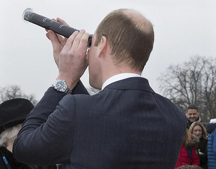 Most ennyire kevés már hátul a haja Vilmos hercegnek
