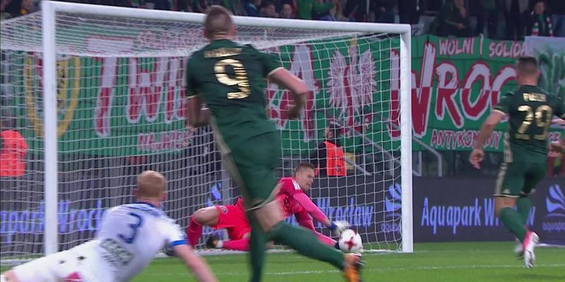 Śląsk - Lech (1:0): Robak robił wszystko, by strzelić byłemu klubowi. Kolejny strzał 34-latka i Putnocky znów ratuje Kolejorza