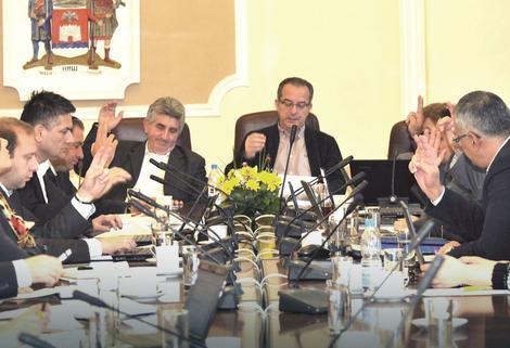 Slabini priliv novca: Gradonačelnik Zoran Perišić i članovi Gradskog veća