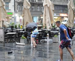 OLUJA U Beogradu padalo drveće, nevreme napravilo pometnju na aerodromu