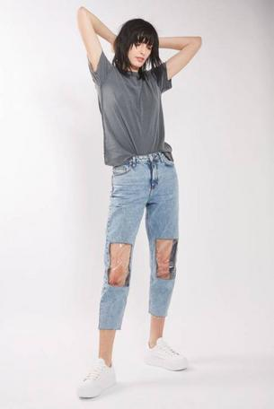 Te jeansy podbijają sieć. Warte swojej ceny?