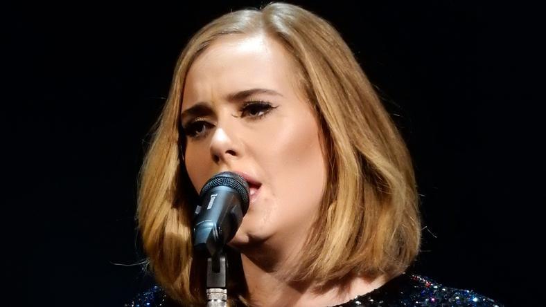 Adele épp a színpadon énekel/ Fotó: Northfoto