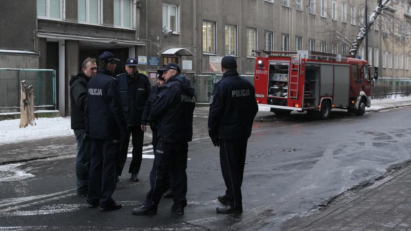 Do tragedii doszło w bloku przy skrzyżowaniu ulic Gocławskiej i Grochowskiej w Warszawie, fot. PAP/Paweł Supernak