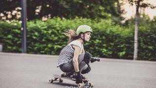 Sport i zabawa w jednym, czyli jazda na longboardzie