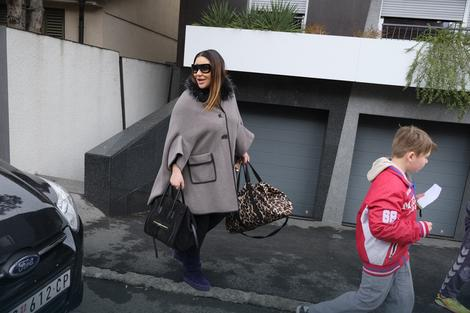 Ana Nikolić ispred stana