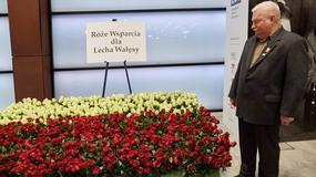 Ponad tysiąc róż wsparcia dla Lecha Wałęsy