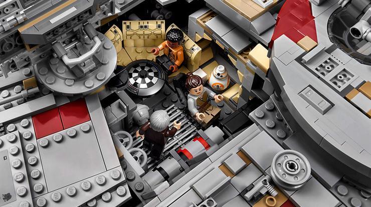 De megkapjuk az Ébredő Erő című hetedik rész szereplőit is: idős Han, idős Leia, Rey, Finn és BB-8 is a minifigurák között van /Fotó: LEGO