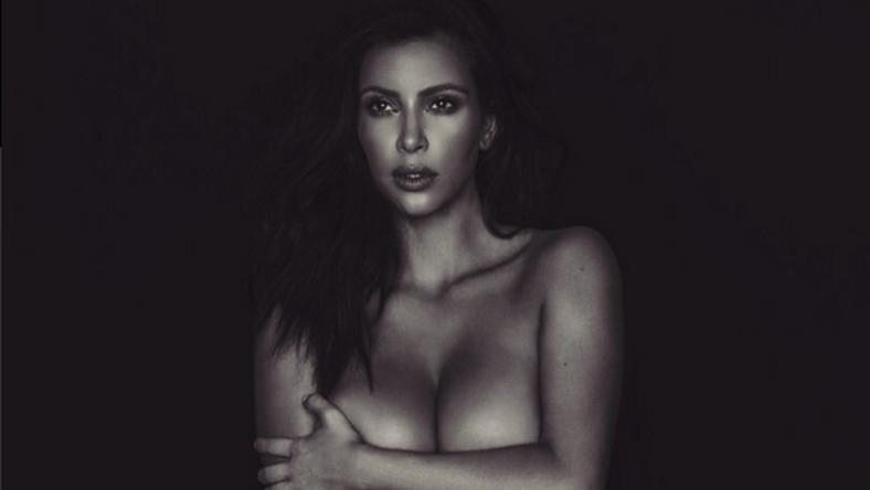 Így pózolt a meztelen Kardashian lány / Fotó: Twitter