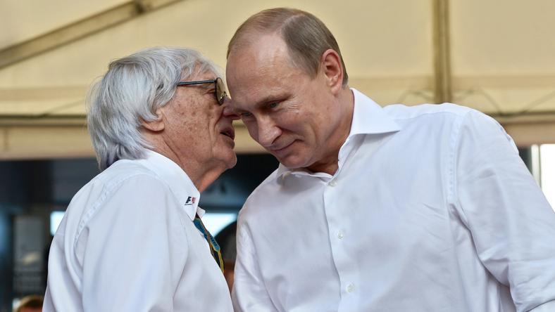 Bernard Ecclestone, a Forma–1 irányítója (balra) szeret üzletelni az orosz elnökkel, Vlagyimir Putyinnal /Fotó: AFP