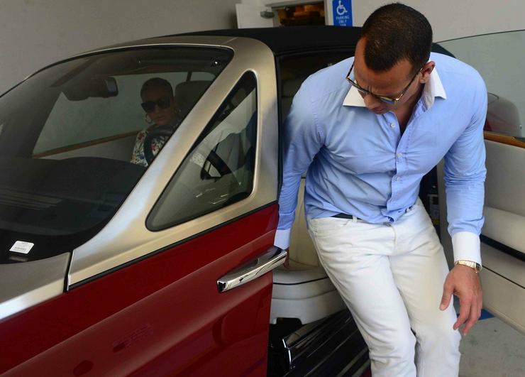 A járművet a sztár barátja, Alex Rodriguez vezette/ Profimedia-Reddot