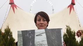 """Maja Ostaszewska protestuje przed Cyrkiem Zalewski. """"Cyrk jest śmieszny? Nie dla zwierząt!"""""""
