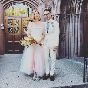 Różowa suknia ślubna Agyness Deyn